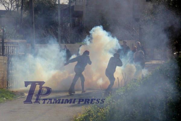 women teargas tamimi press